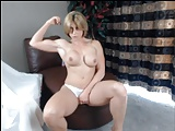 Sexy MILF Muscles