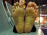 vietnamese lady soles in hanoi airport 2