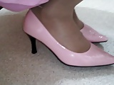 pink pumps heel